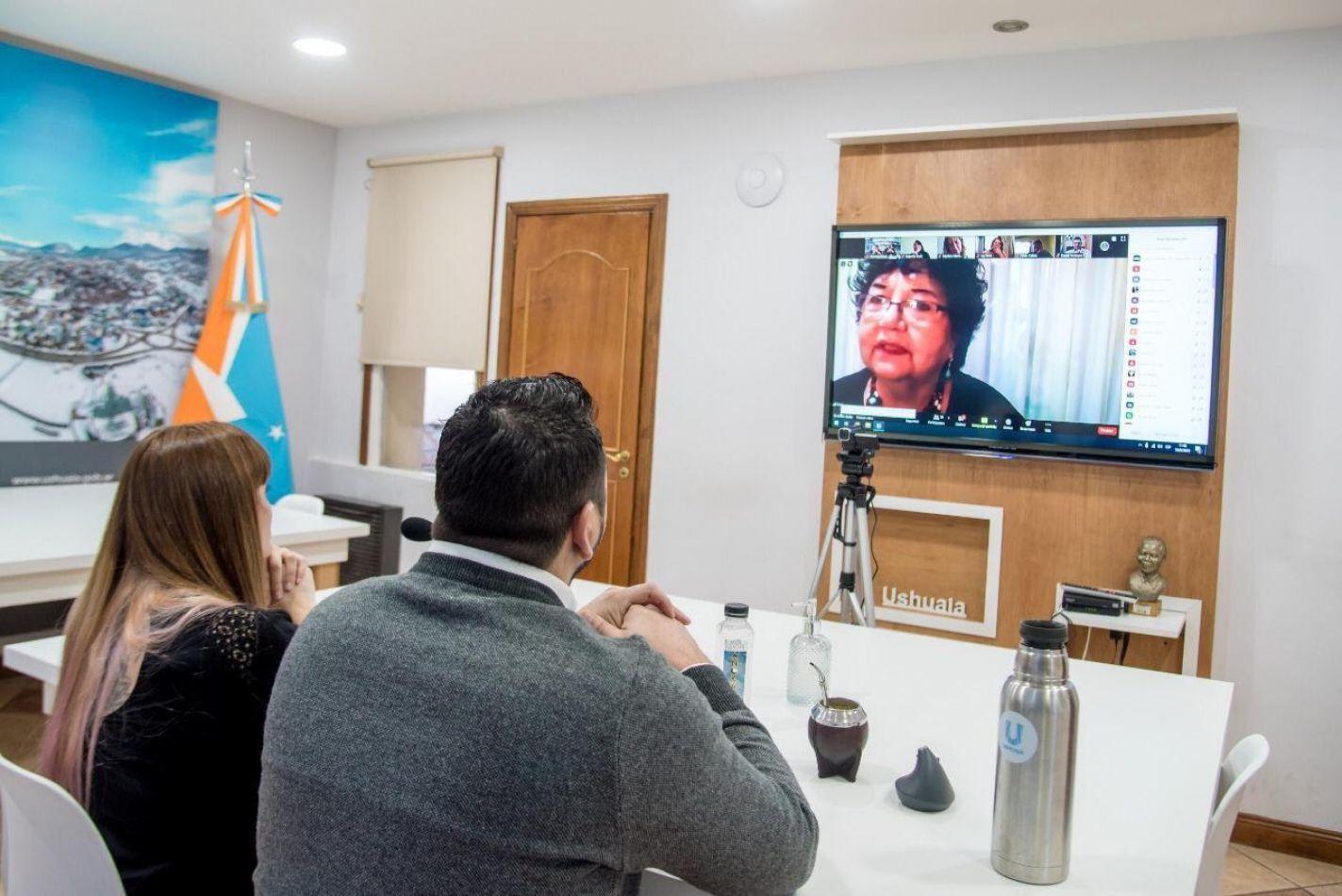 El Intendente Walter Vuoto participó como un funcionario más, escuchando la disertación de Dora Barrancos.