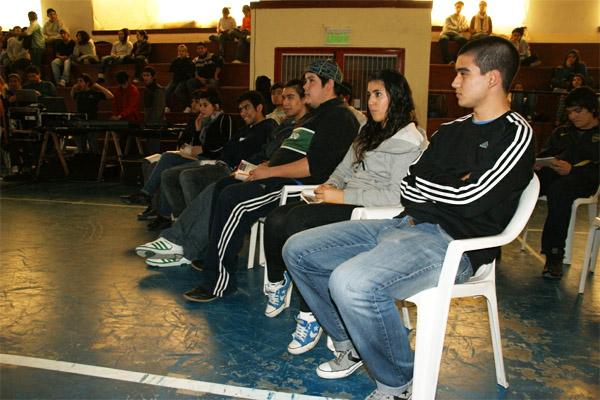 Los estudiantes participaron con muy buena onda.