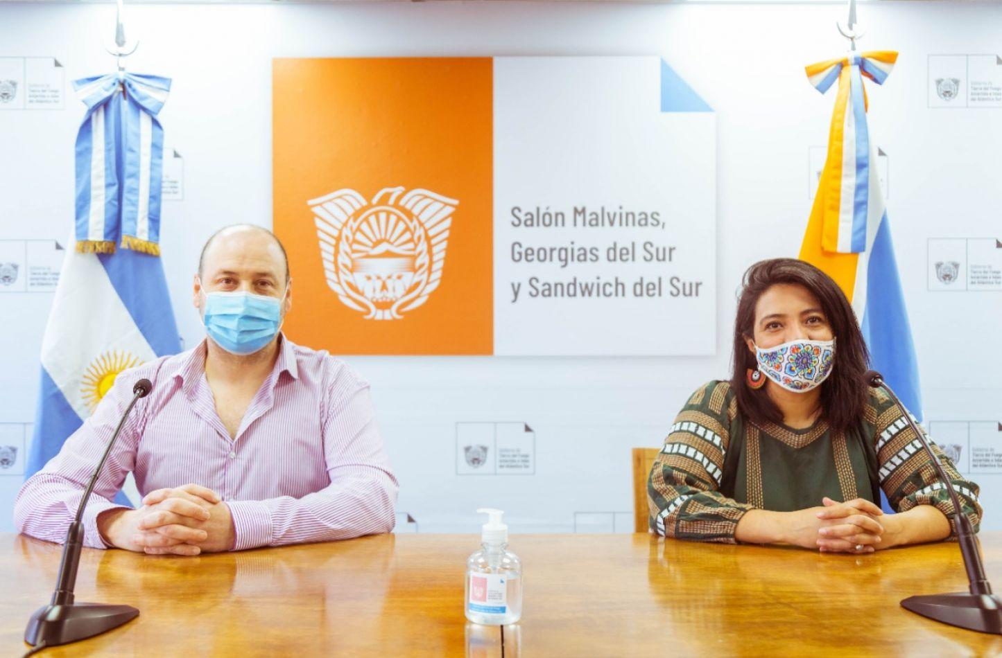 Funcionarios de Salud, dando detalle del parte epidemiológico del día jueves15 de octubre del 2020.