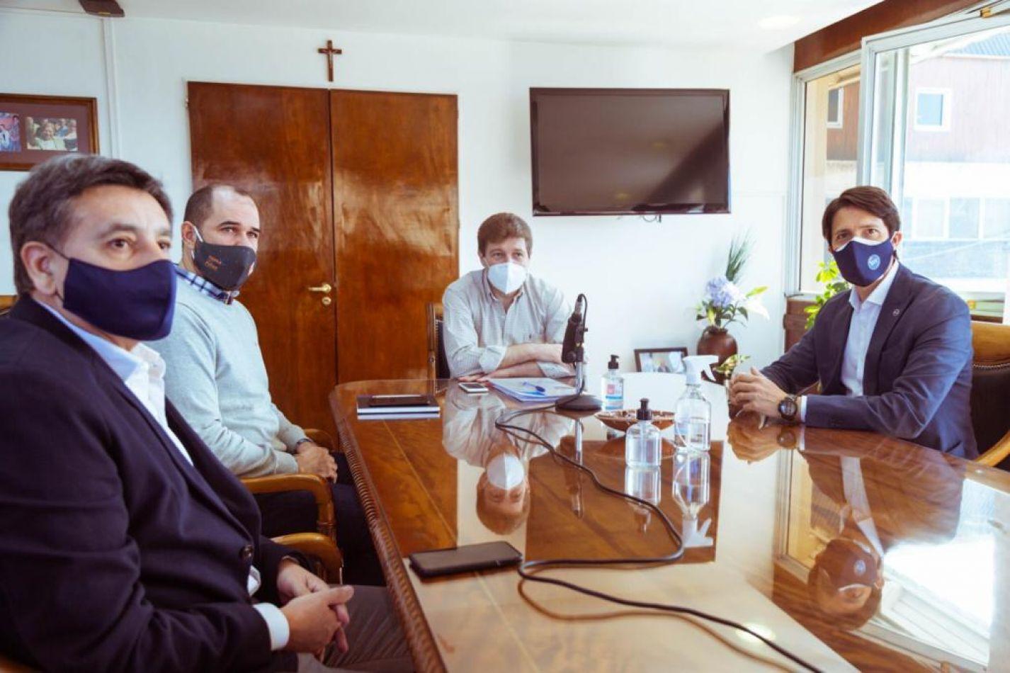 El gobernador Gustavo Melella y el presidente del Banco de Tierra del Fuego, Carlos Fernández.