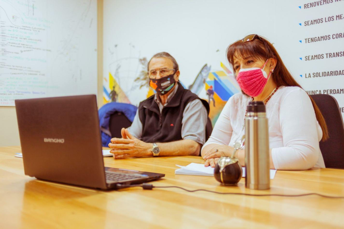 El presidente de la Dirección Provincial de Puertos, Roberto Murcia junto a la ministra de Obras y Servicios Públicos, Gabriela Castillo.