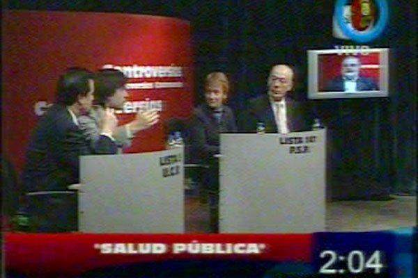 Expone Paulino Rossi; lo miran Ríos y Crocianelli (Imagen: Captura TV Canal 13 de Río Grande).