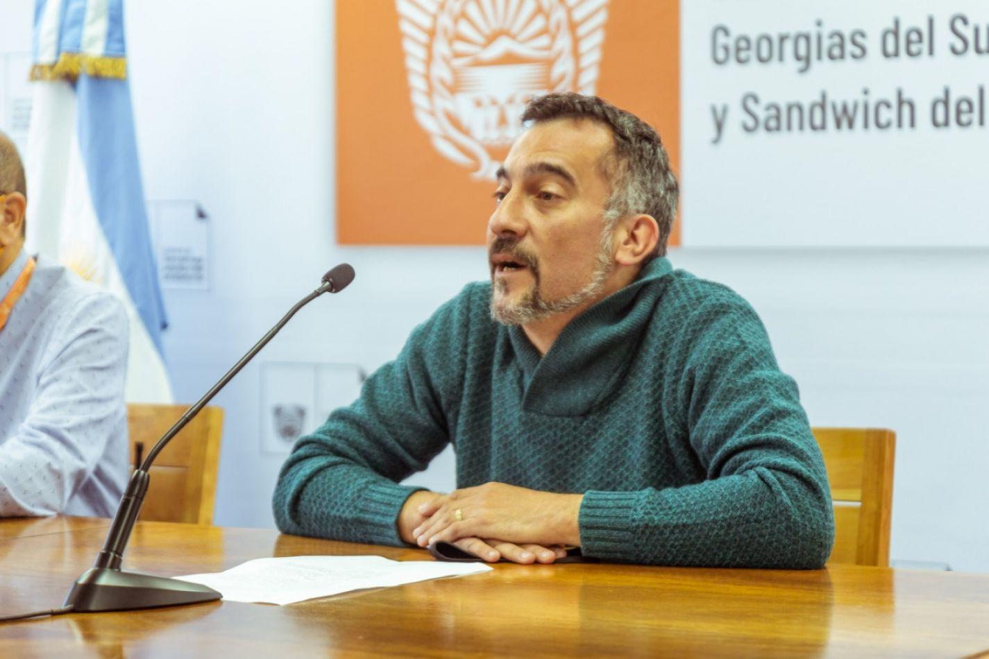 Responsable del Programa de Asesorías de Salud en Escuelas Secundarias, Darío Alarcón.