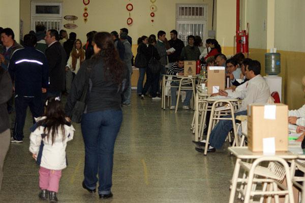 Las escuelas afectadas a las elecciones no tendrán clases el lunes 27.