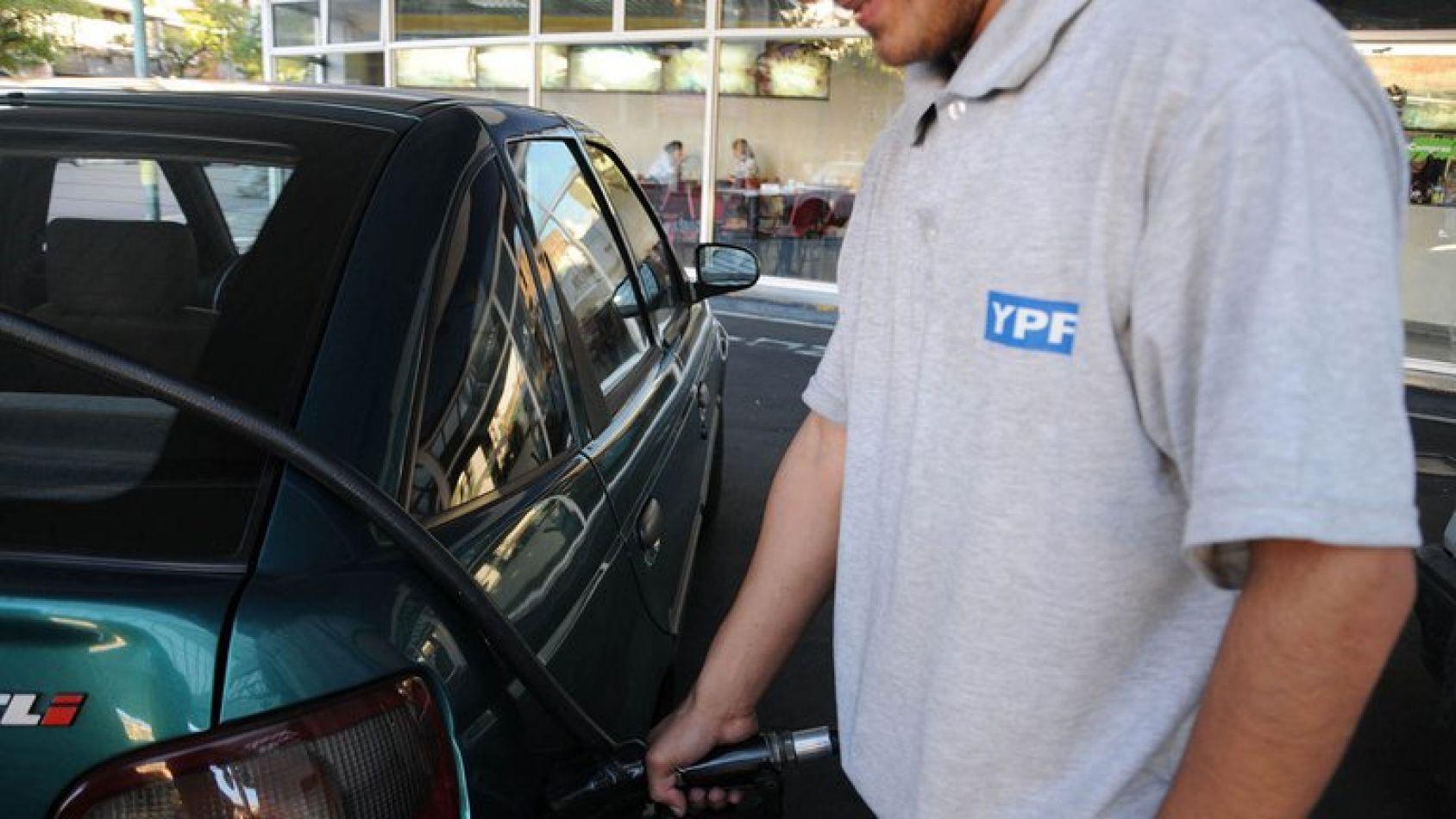 YPF aumentó el precio de los combustibles un 2,5% en promedio en todo el país