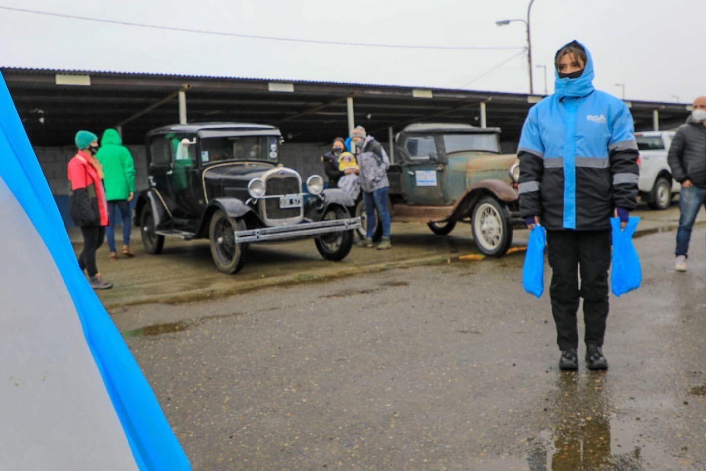 """Cientos de familias disfrutaron del """"Auto Reyes"""""""