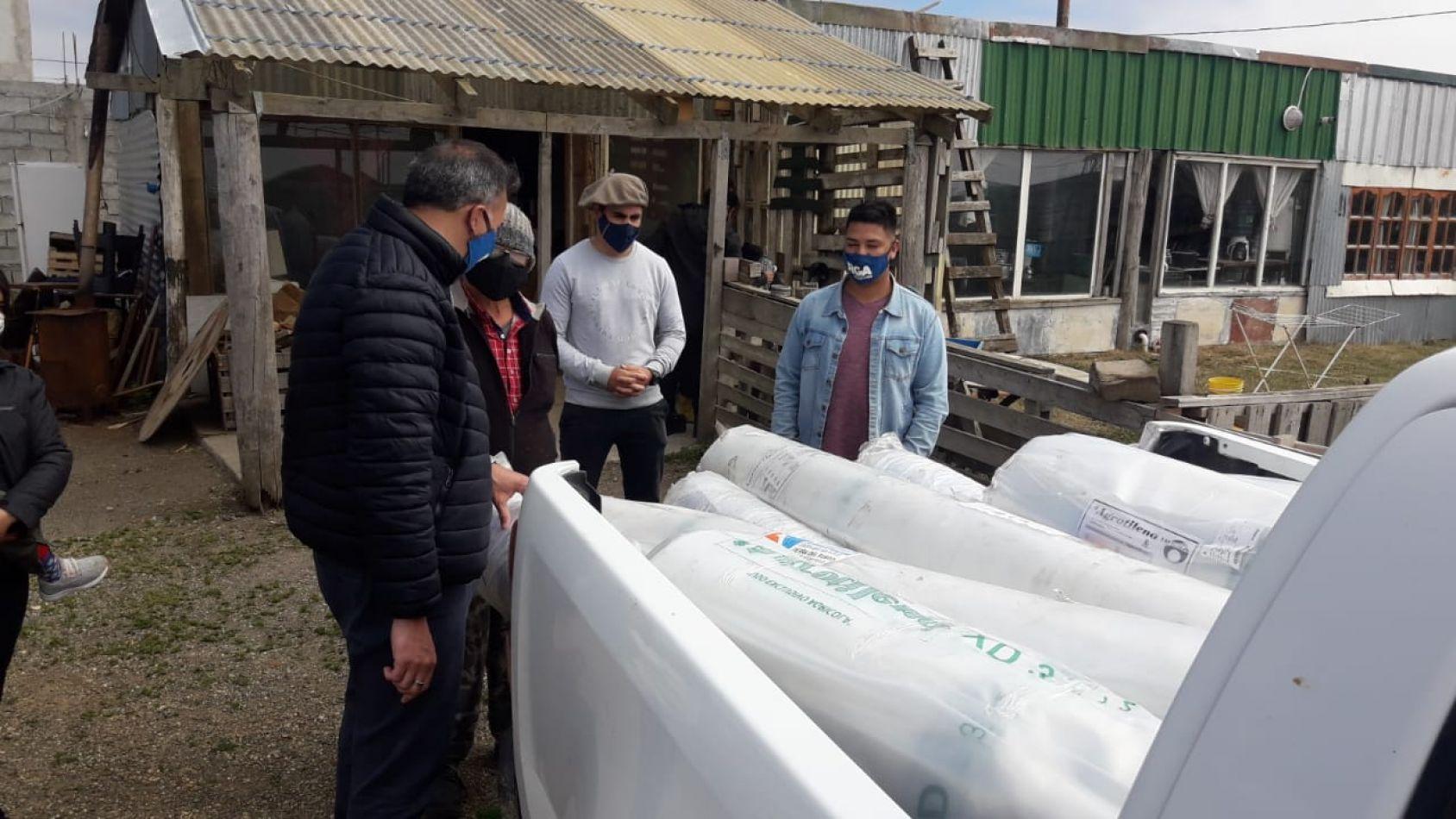 Entrega de materiales a productores hortícolas