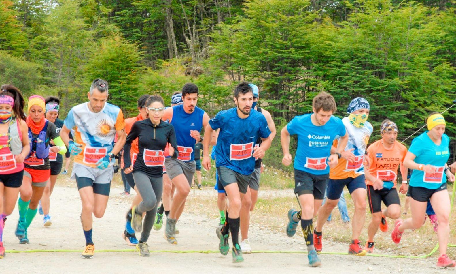 Atletas en la largada del Trail Running Reserva Río Valdéz