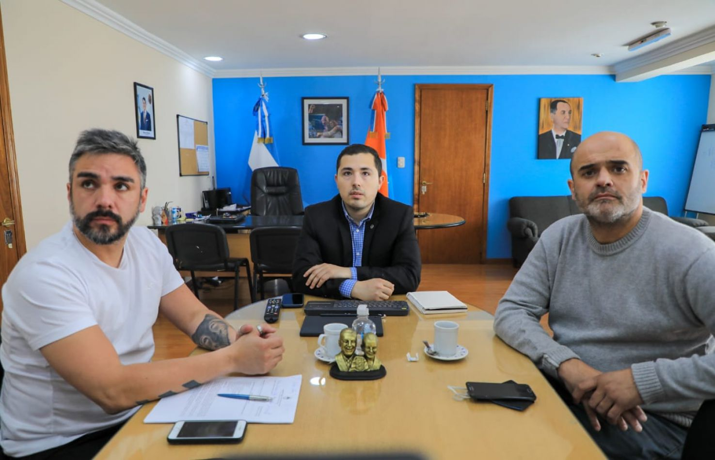secretario de Gestión Ciudadana, Gonzalo Ferro junto a José Silva  y Olaf Jovanovich