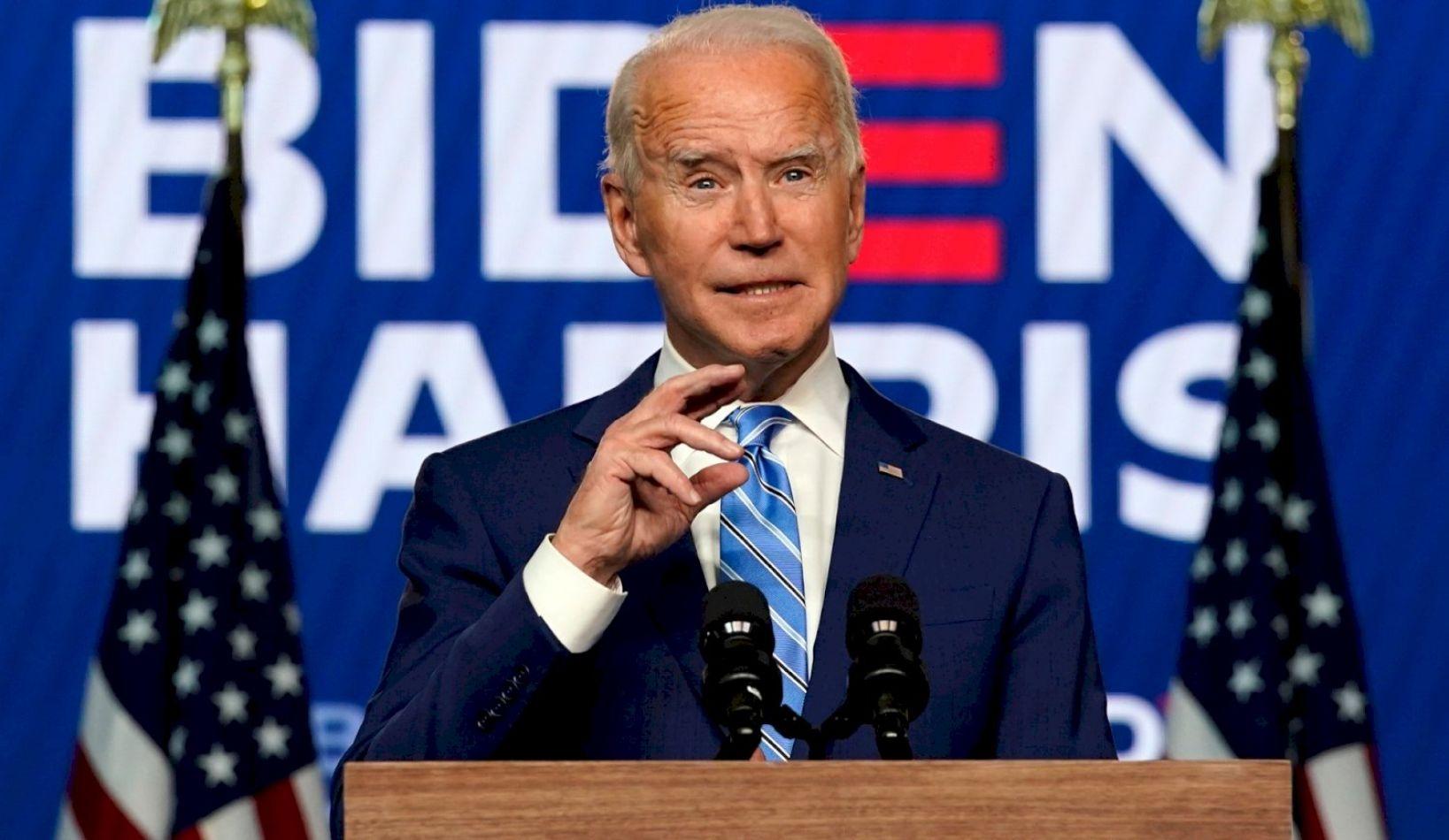 """Joe Biden asumió en la Casa Blanca y Donald Trump se despidió al grito de """"vamos a volver""""."""