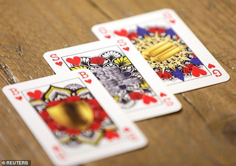Una mujer holandesa inventó unas cartas de género neutro, sin reyes ni reinas
