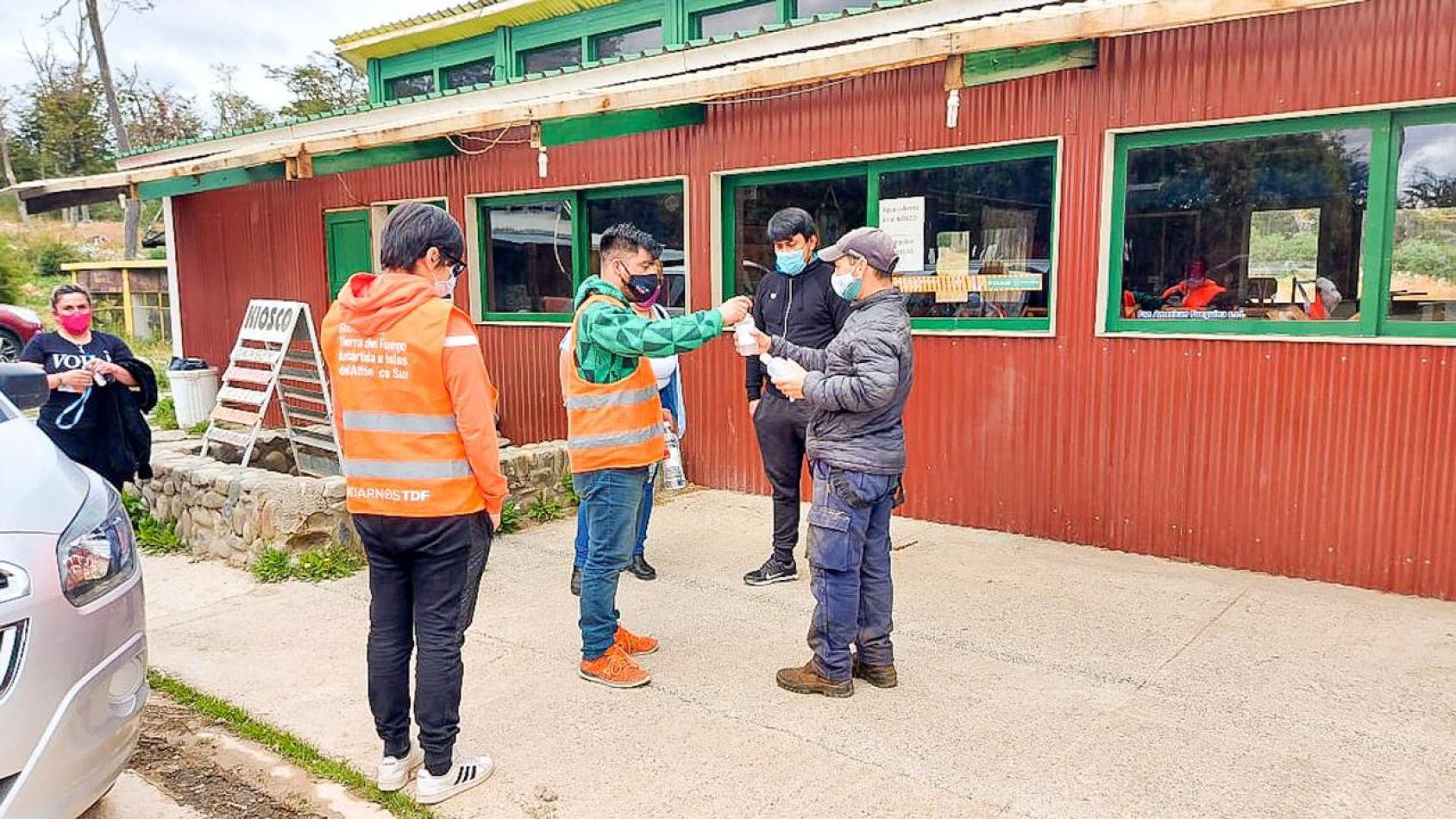 Trabajos de concientización y control en camping de Tolhuin