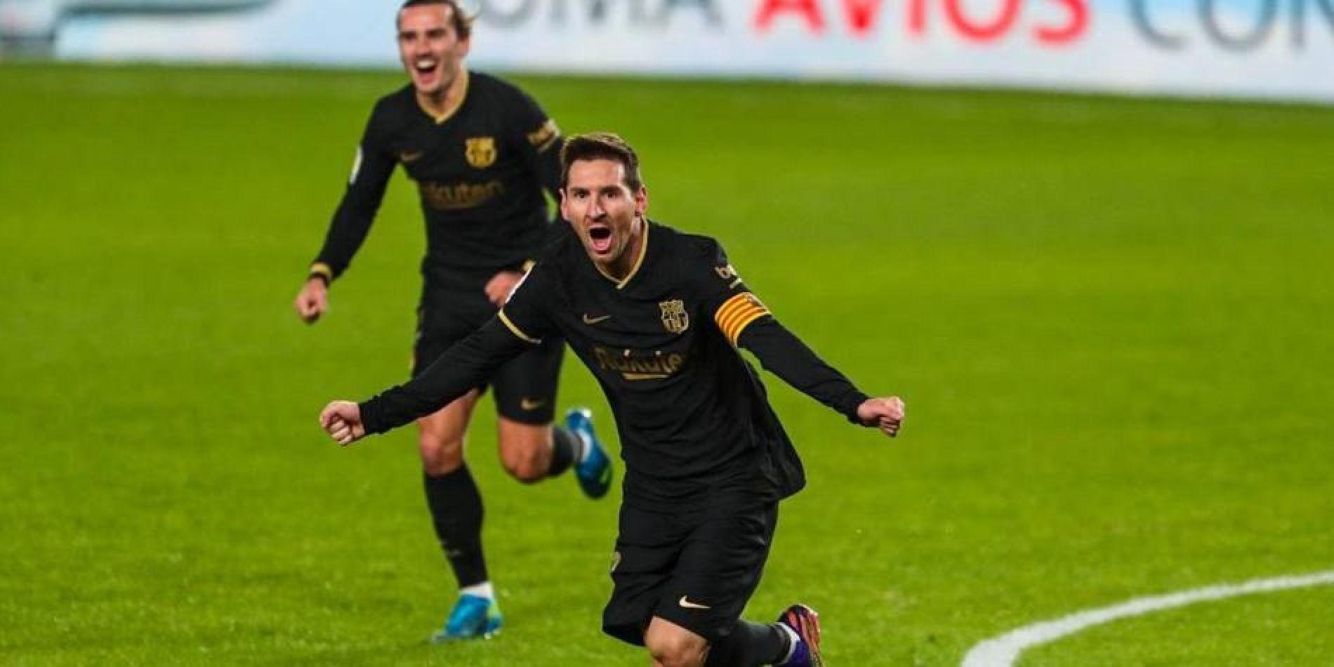 Messi y Griezmann celebran el tanto.