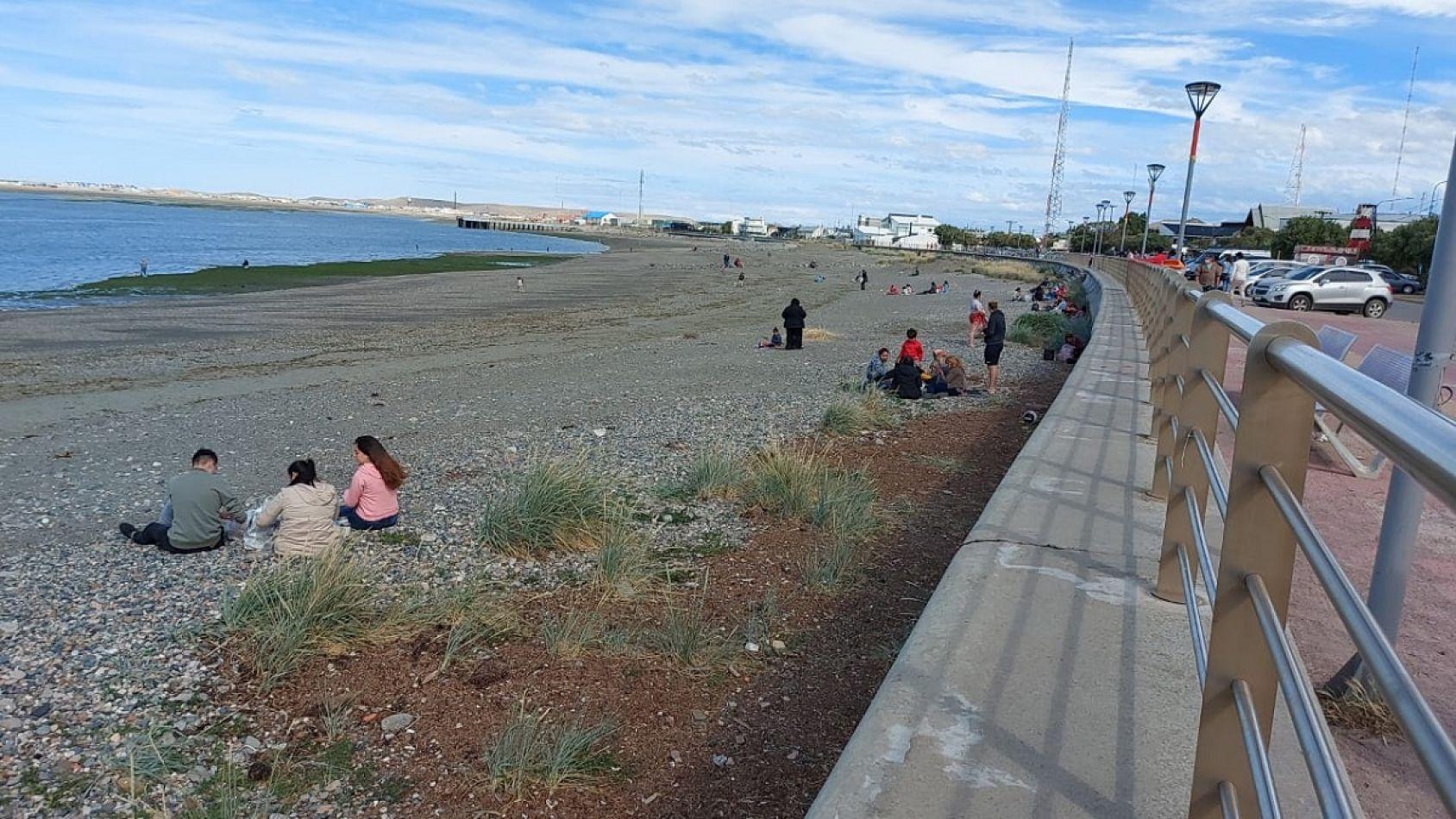 En las playas de Río Grande se vieron familias y grupos de jóvenes disfrutando del sol.