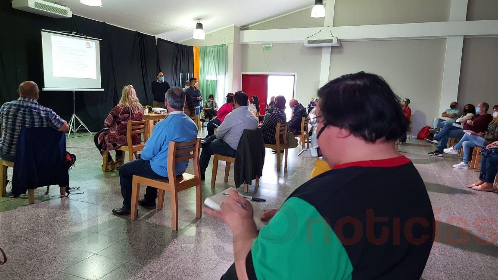 Reunión informativa en el Paulo Freire.