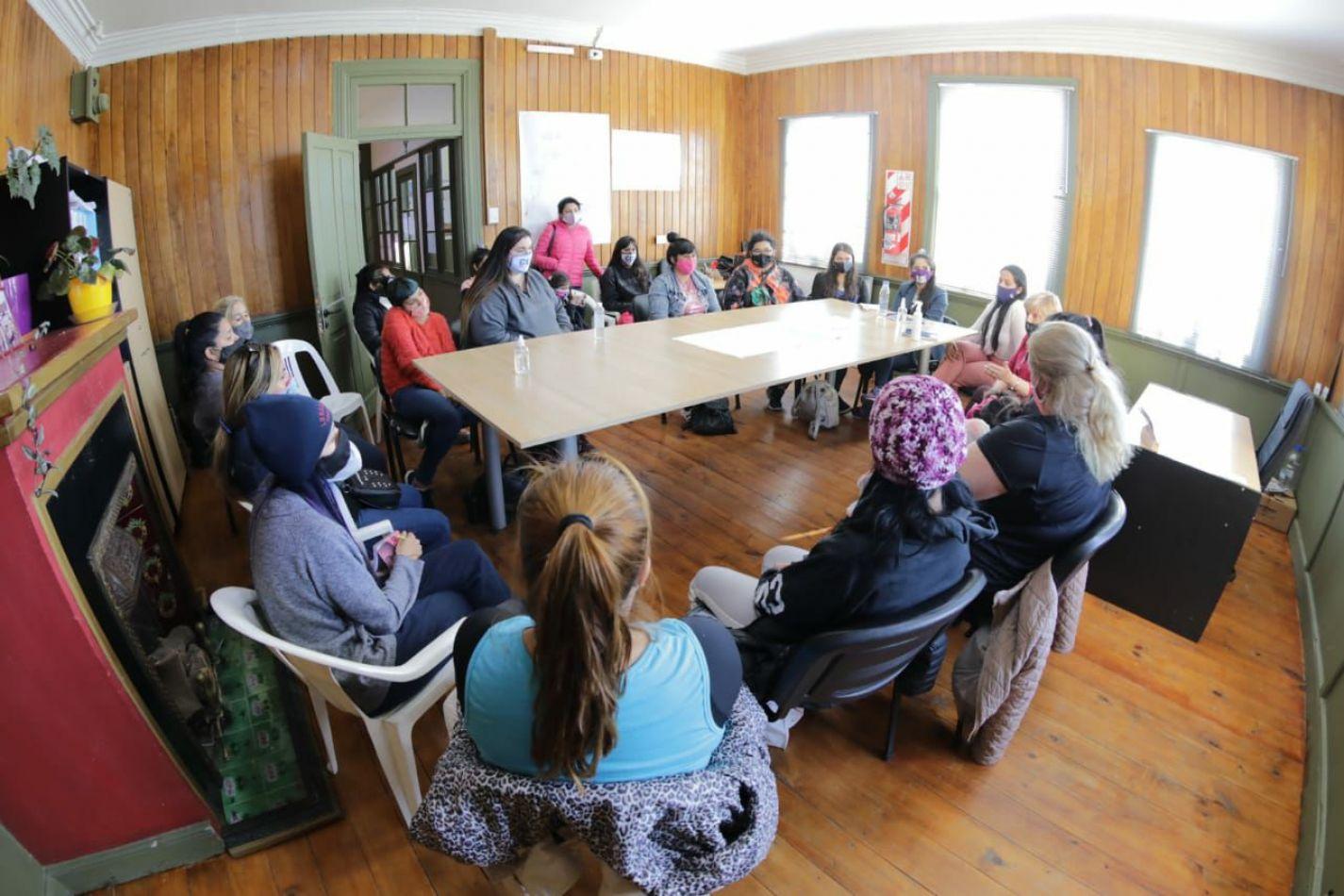 Estuvieron presentes la secretaria de la Mujer, Género y Diversidad, Alejandra Arce, y la subsecretaria de Participación Ciudadana, Susana Donatti.