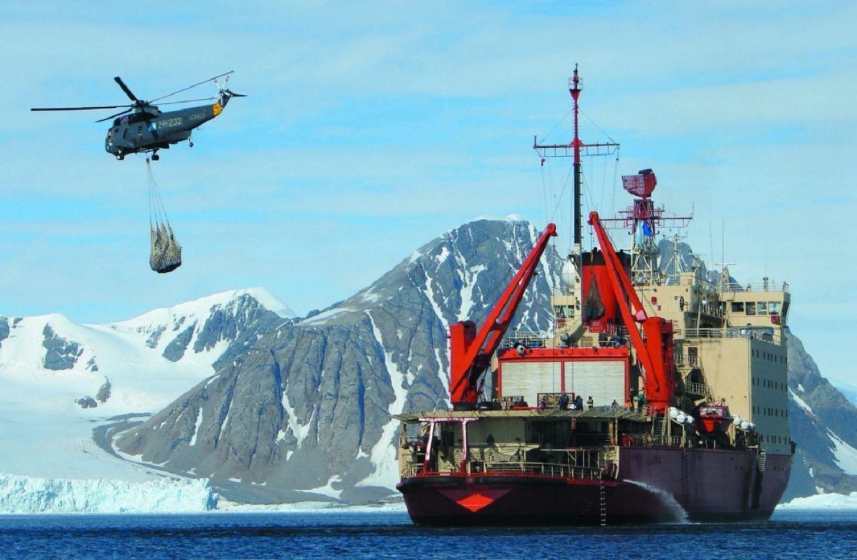 El rompehielos ARA Almirante Irizar se prepara para la última etapa de la campaña Antártica.