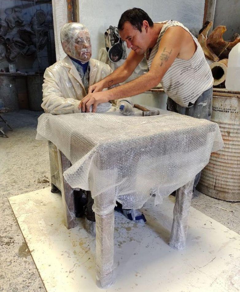 La estatua del dr. René Favaloro ya está lista y a punto de viajar hacia Tierra del Fuego.