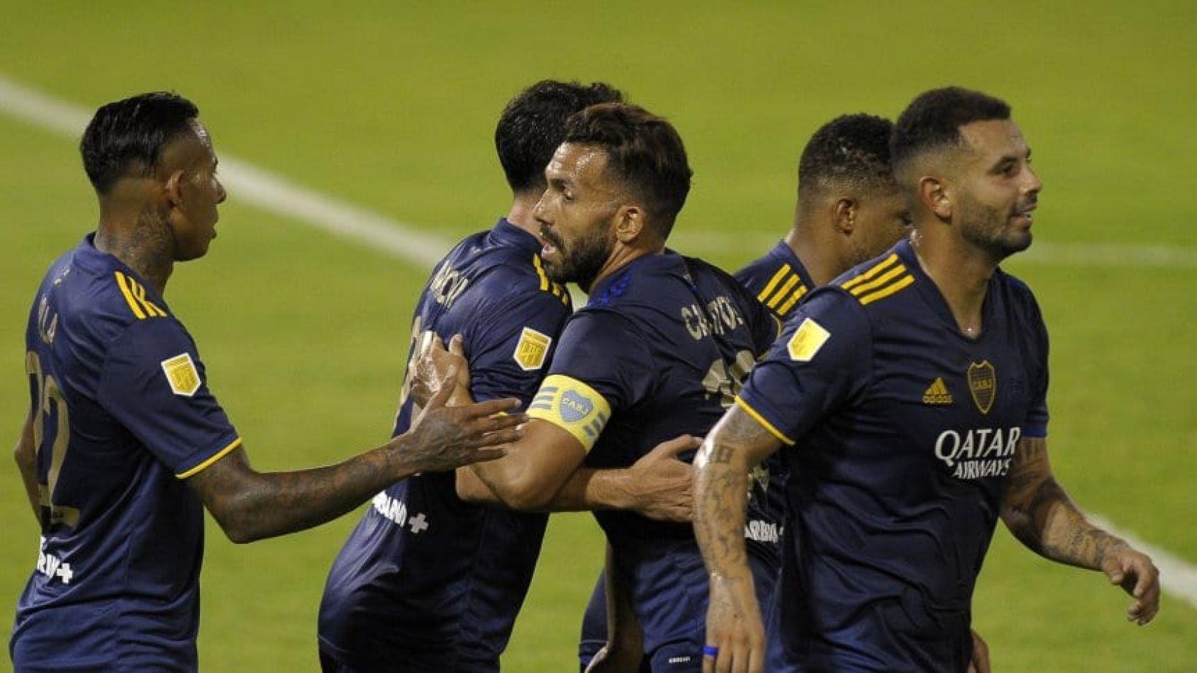 Celebración tras el gol de Tévez.