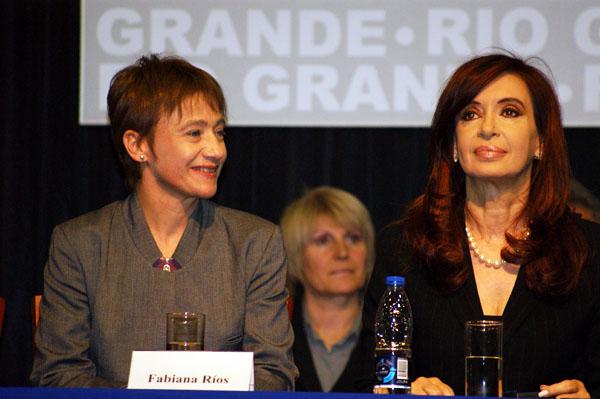 La falta de vuelos impide el contacto entre Fabiana Ríos y Cristina Fernández.