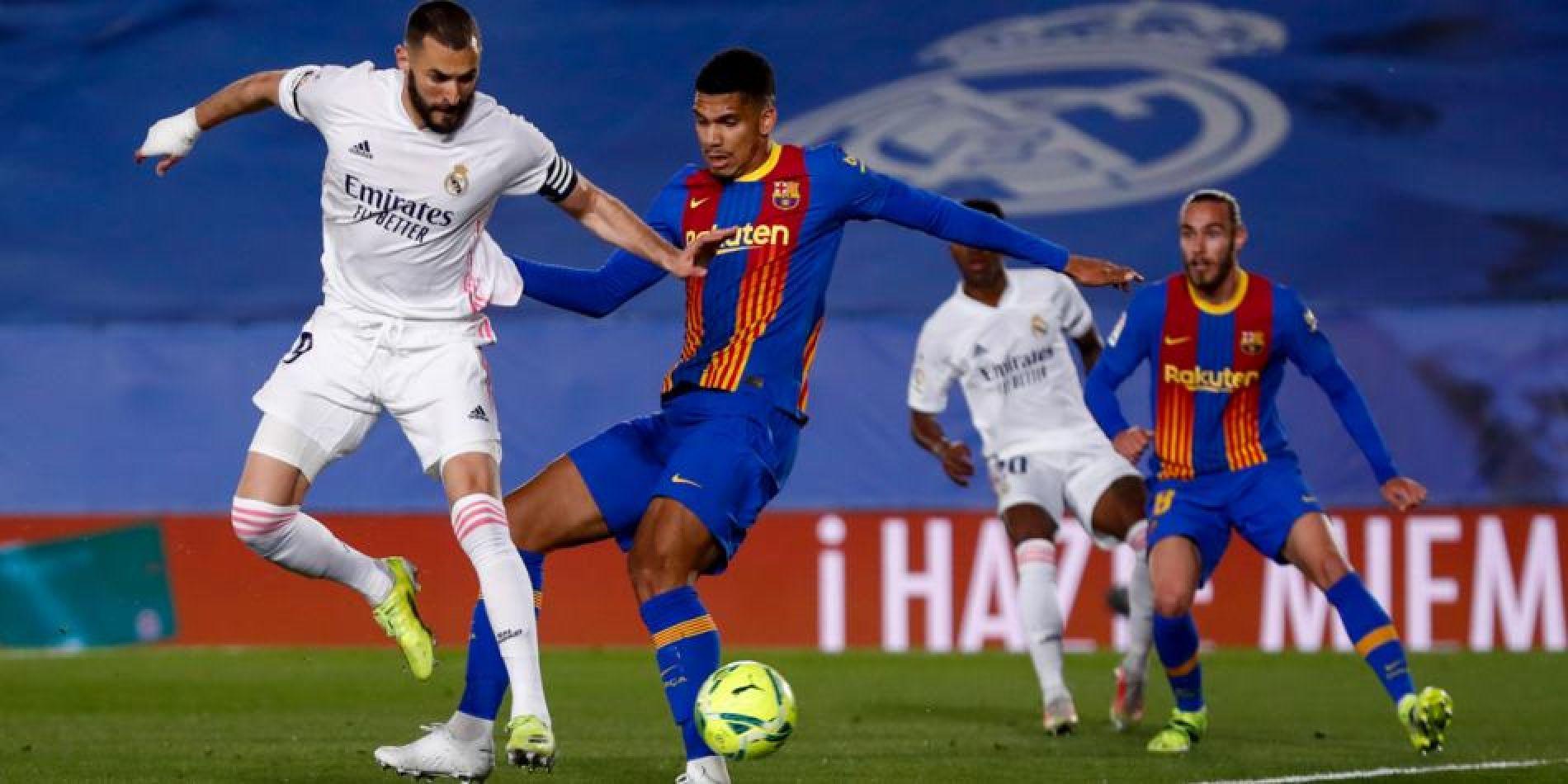 Taco de Benzema para anotar el primer gol del partido.