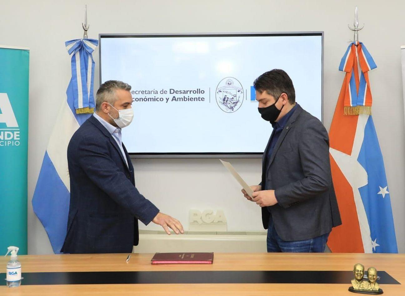 El intendente Martín Perez tomó juramento al nuevo secretario de Desarrollo Económico y Ambiente, Matías Lapadula.