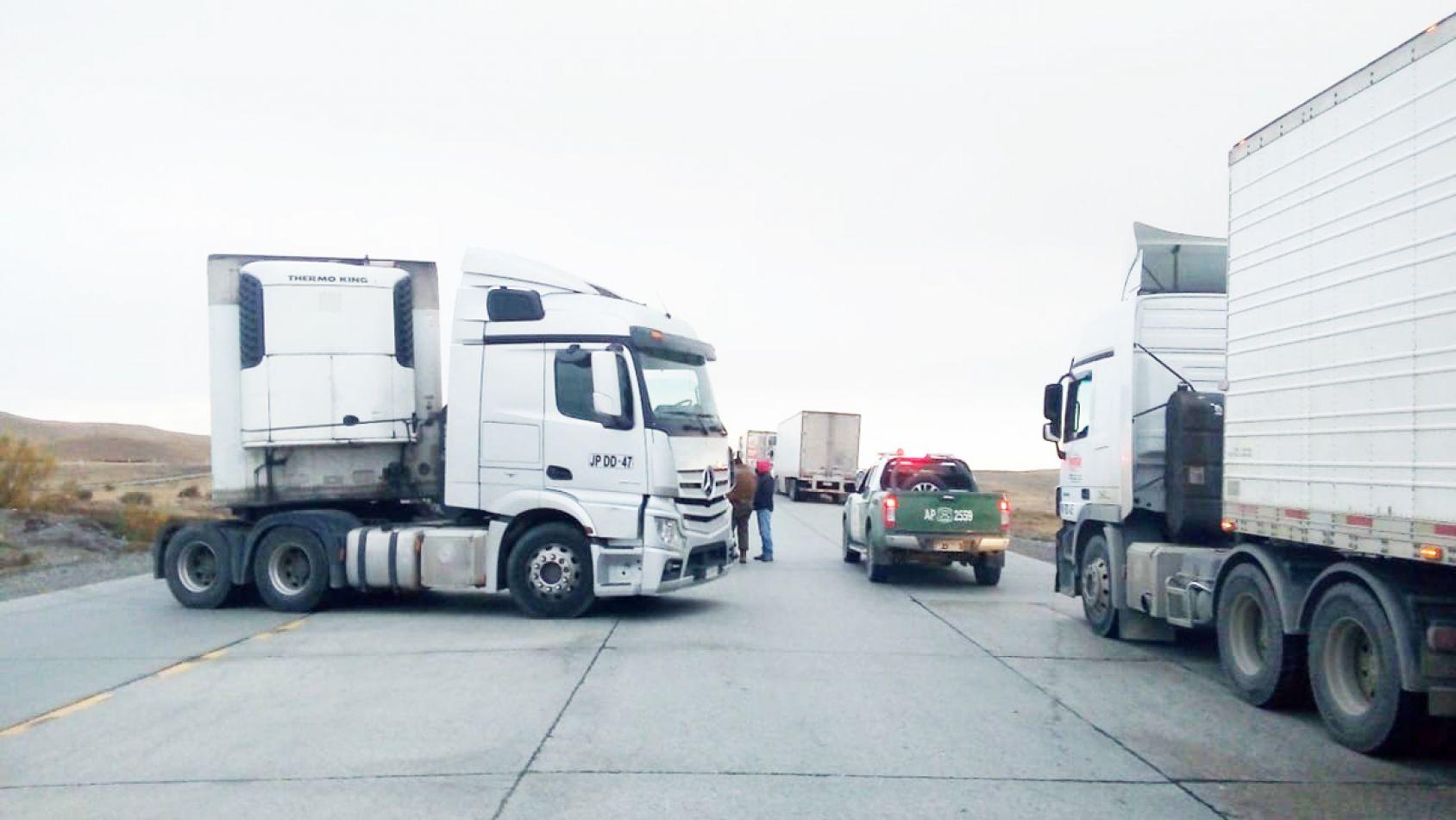 Camioneros chilenos cortaron la ruta 255 en Chile e impiden el tránsito de argentinos