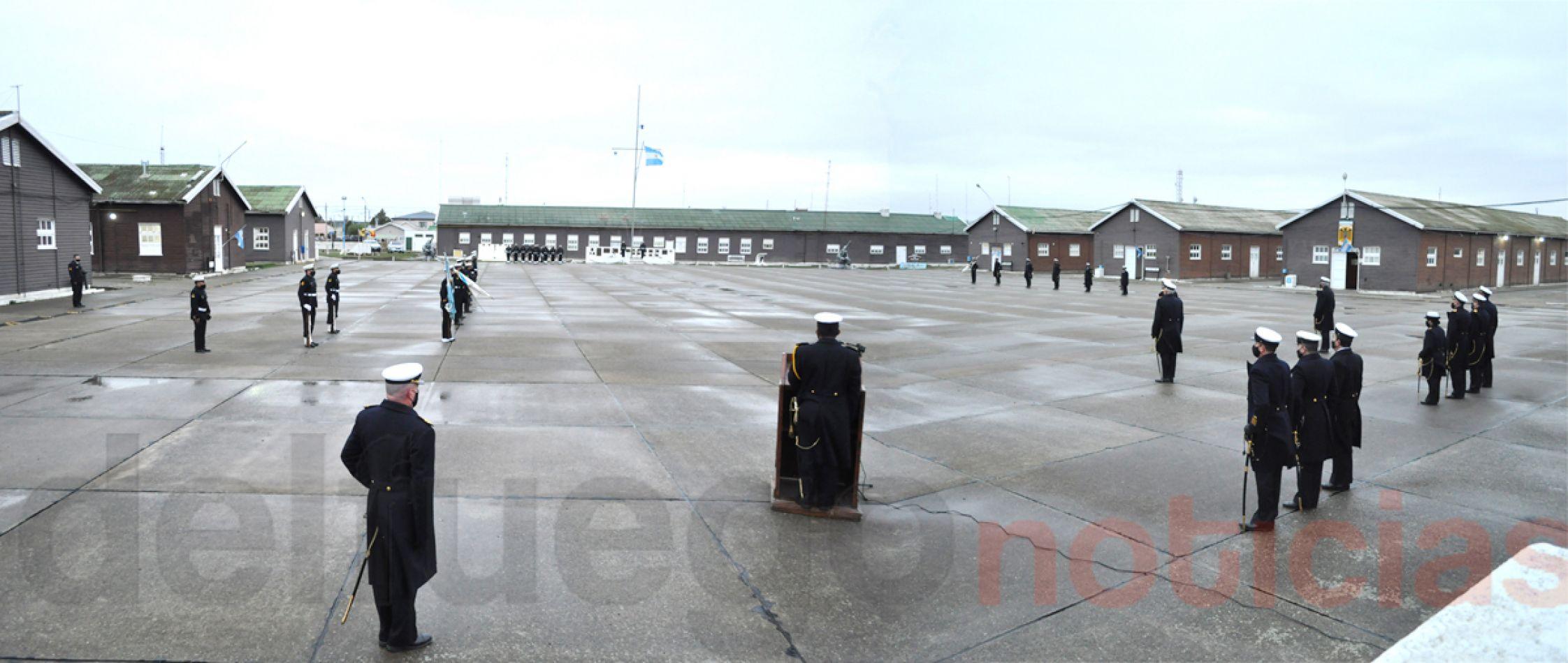 La Plaza de Armas del BIM 5 fue el lugar donde se realizó la ceremonia por el 207 aniversario de la Armada Argentina.