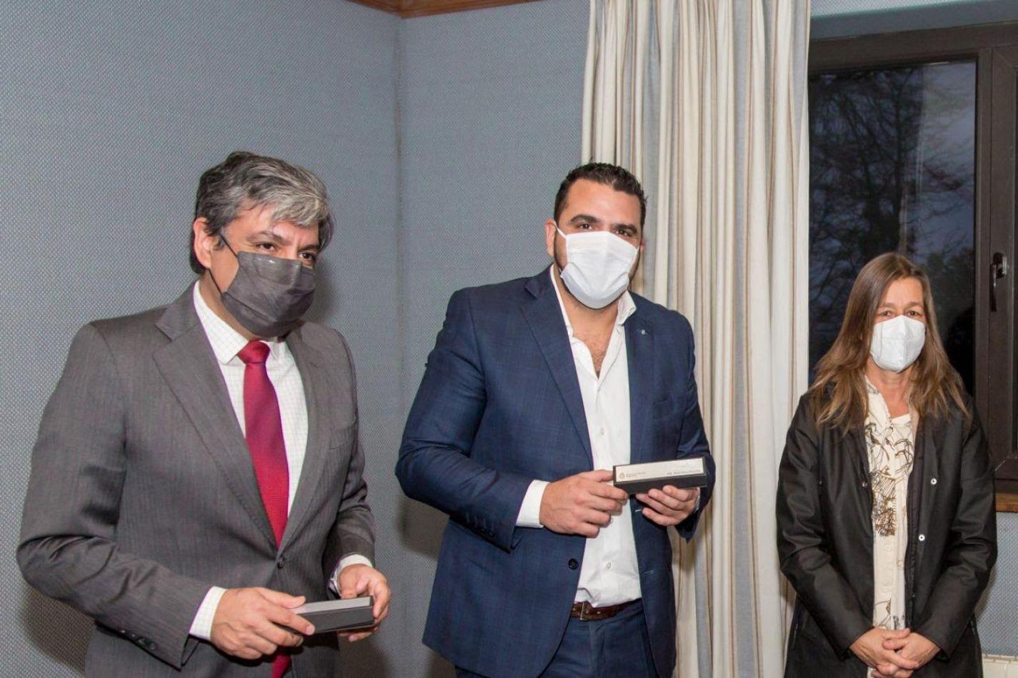 El intendente de Ushuaia, Walter Vuoto, junto a la Ministrode Seguridad de la Nación, Sabina Frederic.
