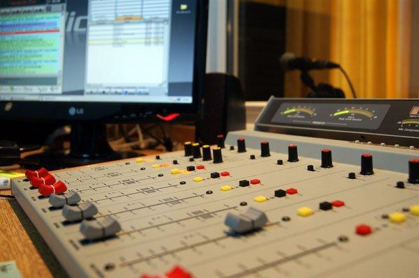 Las radios FM, con coberturas especiales en toda la provincia.