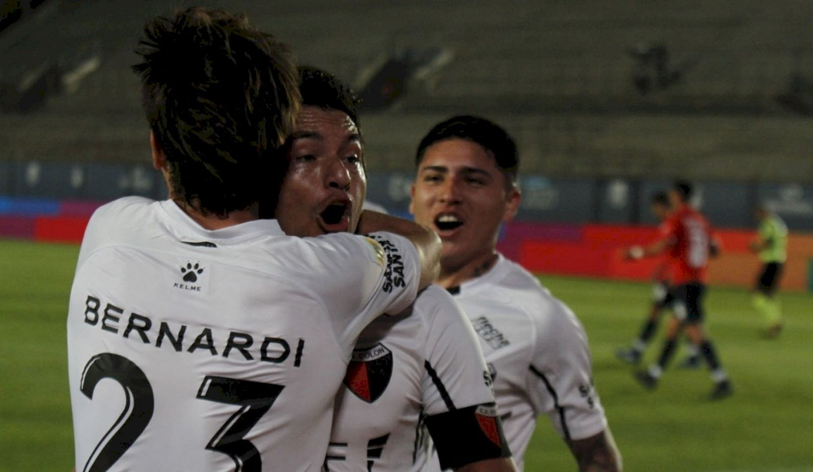 Colón venció 2 a 0 a Independiente y jugará la final con Racing