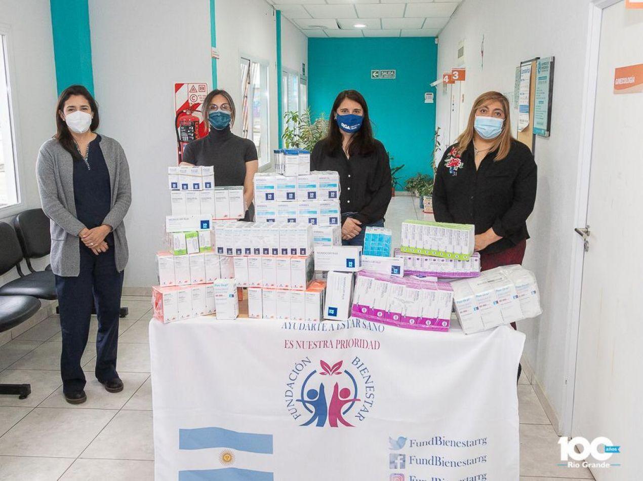 Gómez Lobo, responsable de la Fundación Bienestar, junto a las doctoras, Cóccaro, Rodríguez y Muruga.