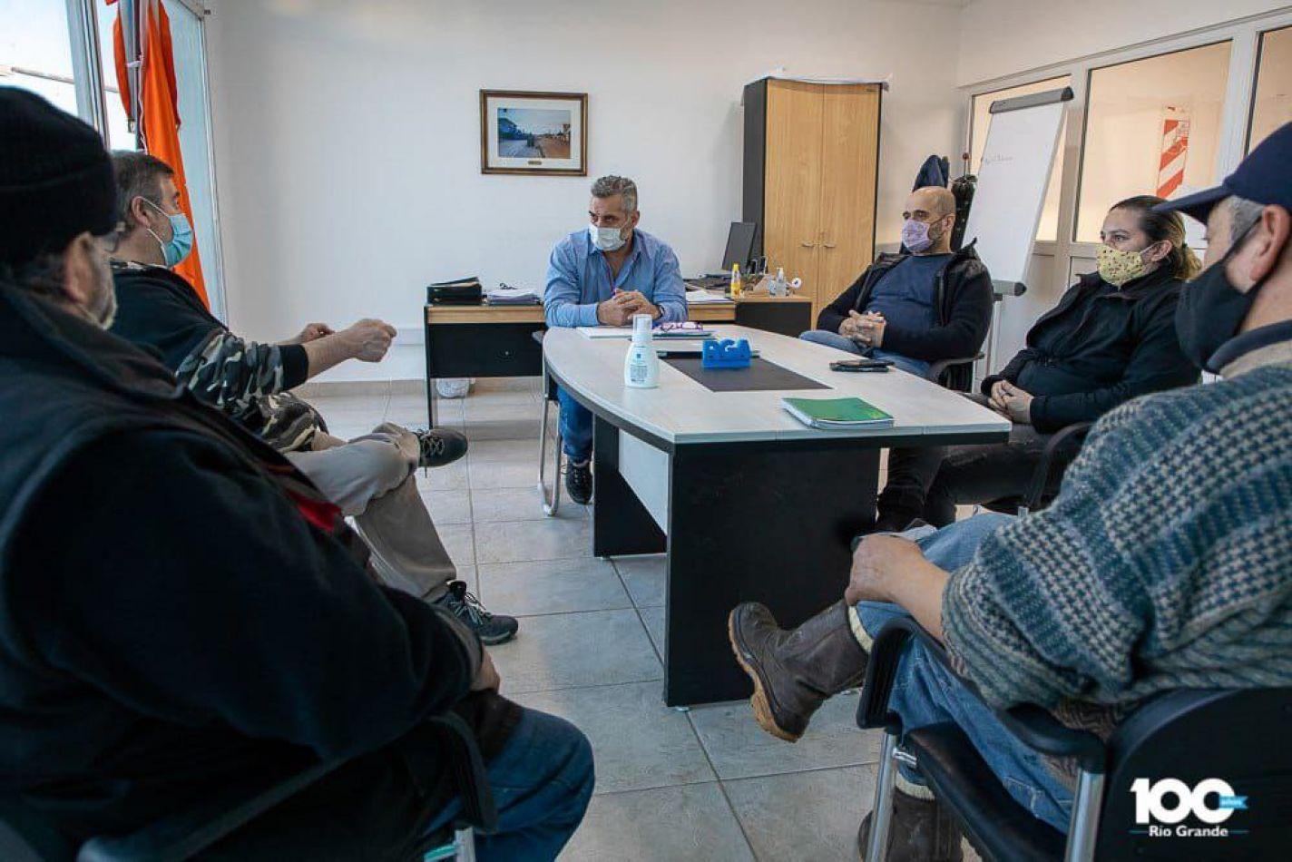 El secretario de Desarrollo Económico y Ambiente, Matías Lapadula, mantuvo un encuentro con pequeños productores locales.