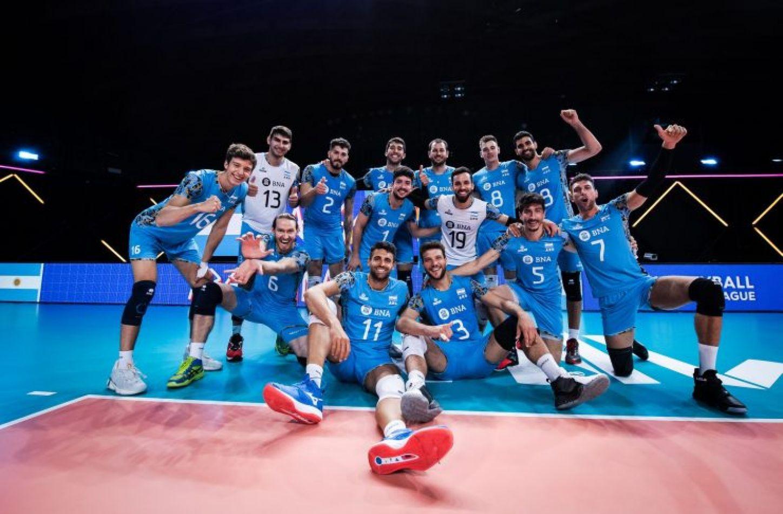 El seleccionado argentino masculino de vóleibol le ganó hoy a Australia por 3 a 0 (25-18, 25-19 y 25-20) y sumó su tercera victoria.