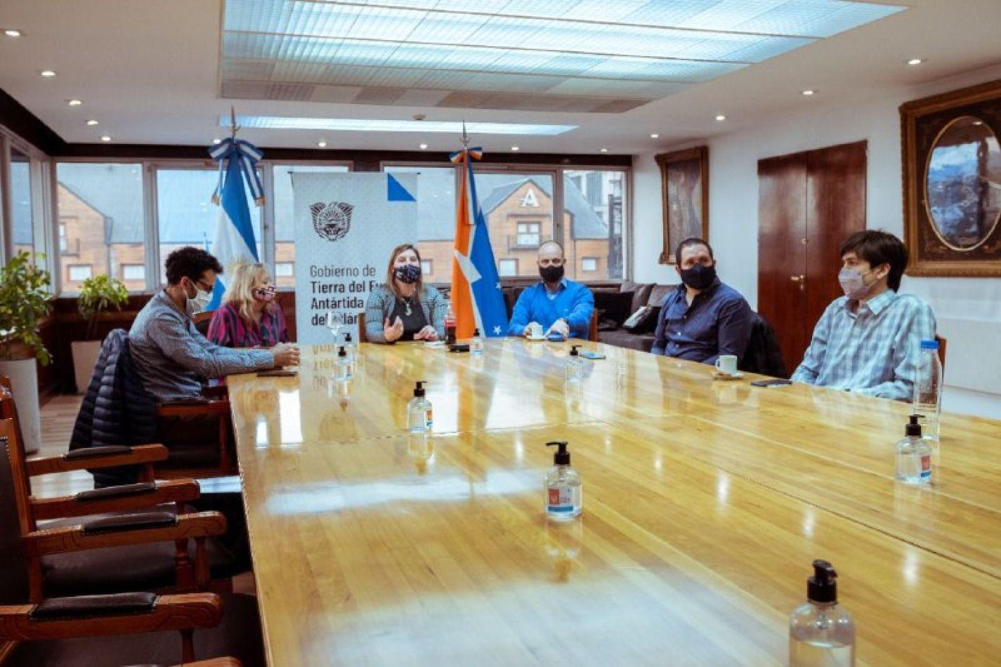 El COE se reunió con cámaras vinculadas con el turismo y el comercio