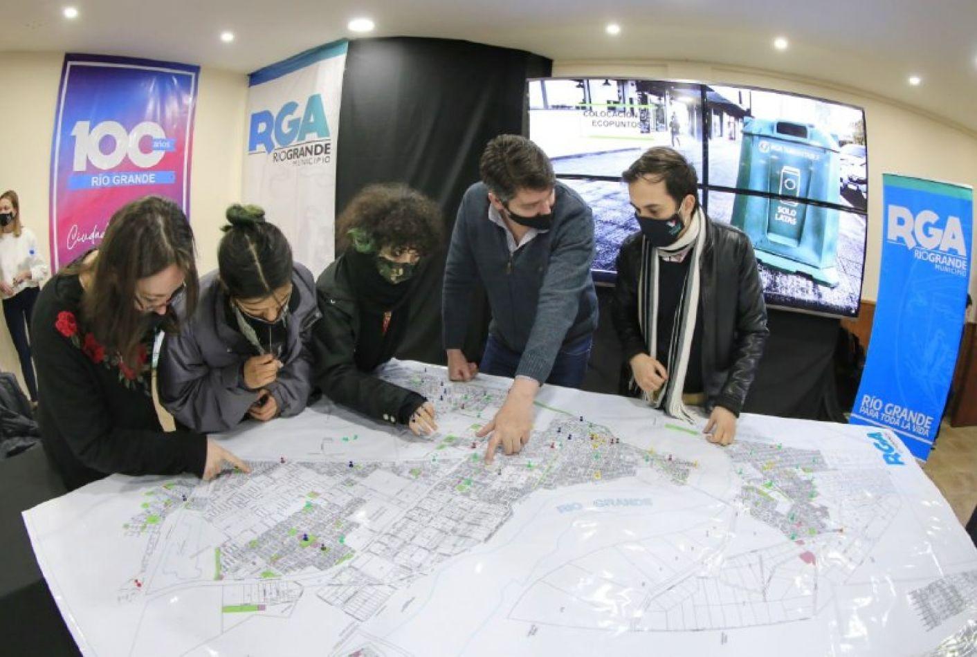 """El intendente en la """"Mesa Ambiental Joven"""" anunció el Programa """"Reciclá y Viajá"""""""
