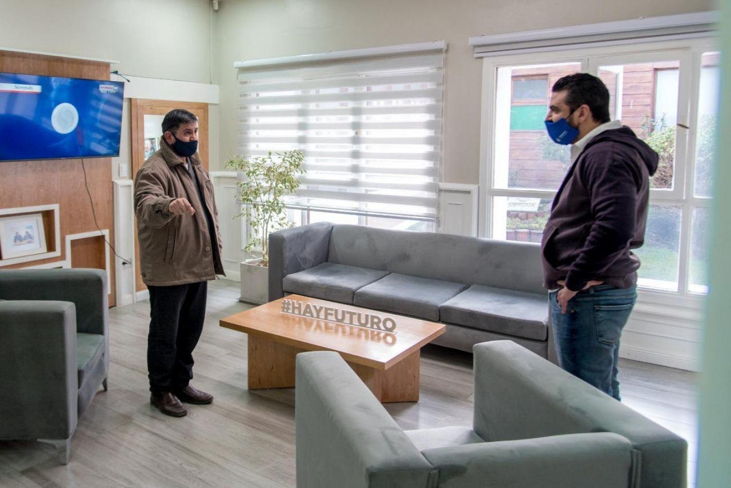 Walter Vuoto recibió en su despacho al presidente de la Fundación Manos solidarias, Cristian Villordo.