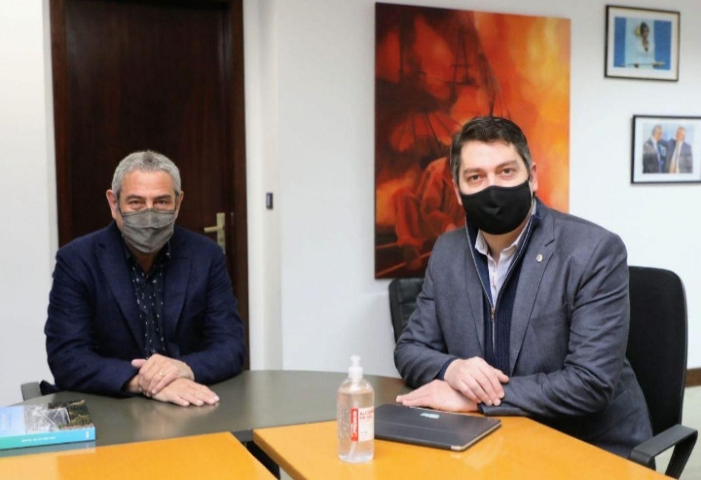 El ministro Ferraresi y el intendente Martín Perez firmaron créditos hipotecarios para familias de Río Grande