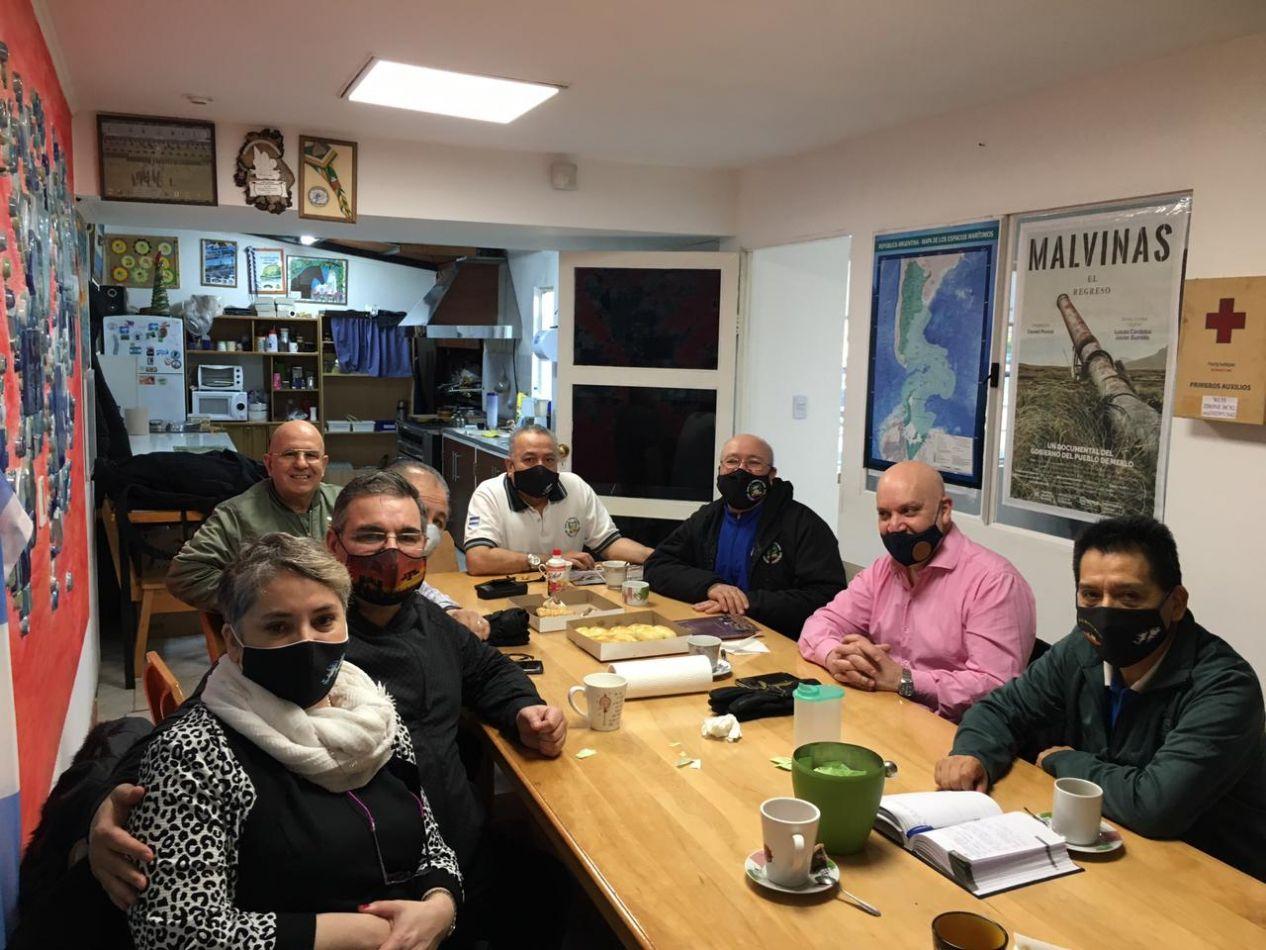 Los héroes de Malvinas recibieron a los precandidatos de República Urgente de la UCR.