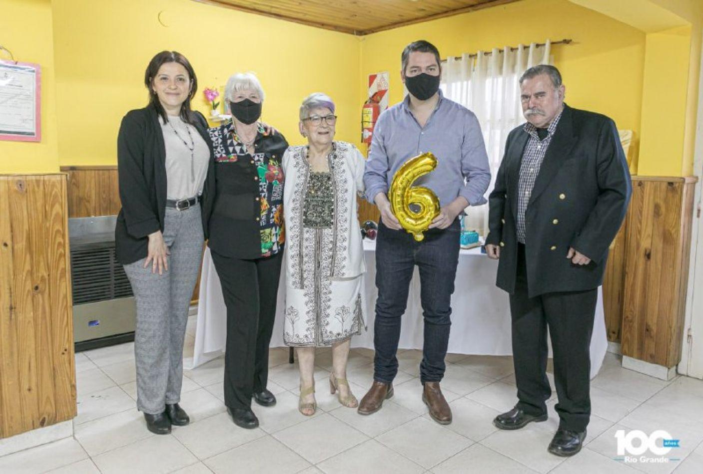 El intendente Martín Perez acompañó a los integrantes del Centro para celebrar un nuevo aniversario .