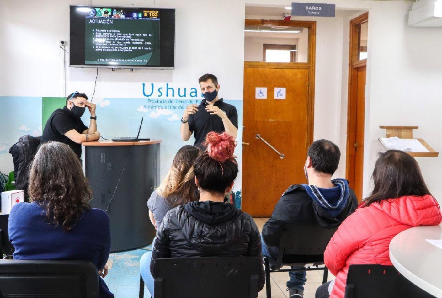Turismo de Ushuaia capacitó a su personal sobre RCP a través de Defensa Civil