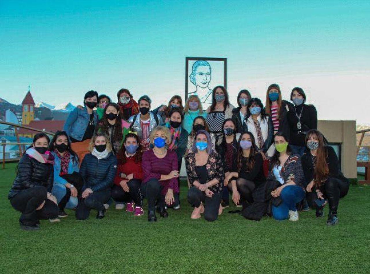 Artistas de Ushuaia recorrieron la Casa de la Mujer