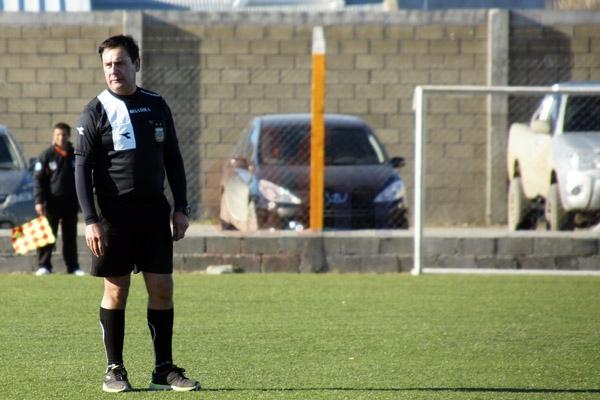 José Azúa, el árbitro agredido en un cotejo de la segunda categoría del fútbol local.