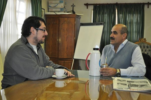 Juan Rodríguez junto al edil electo por el FPV, Héctor Garay.