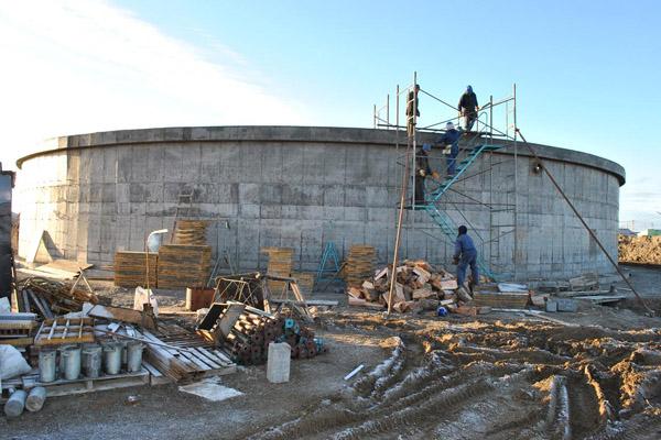 Podría construirse otra cisterna en Margen Sur con fondos del Fideicomiso Austral.