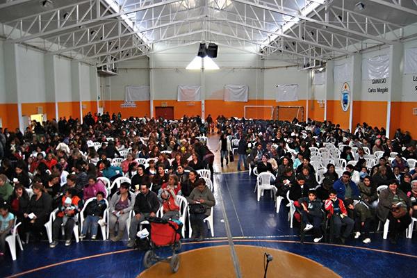 El bingo se realizó en el polideportivo Carlos Margalot.