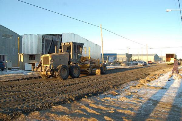 Las máquinas viales trabajaron arduamente para reparar las calles.